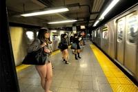 ズボンをはかずに地下鉄に乗るイベント「No Pants」