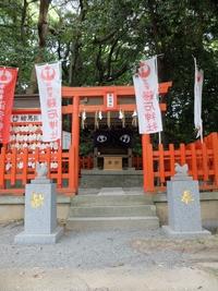 鶏石神社。