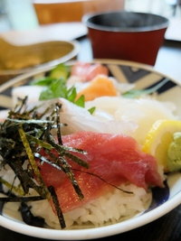 古賀久の海鮮丼。