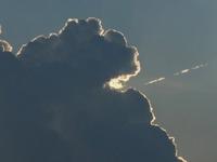 入道雲と飛行機雲。