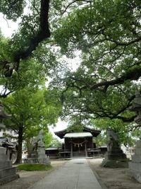 羽犬塚駅近くの諏訪神社に参拝。