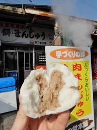 鶴乃堂本舗の肉まん。