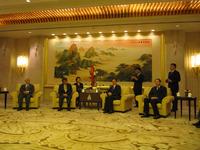 韓正上海市長が小川洋福岡県知事らと会見