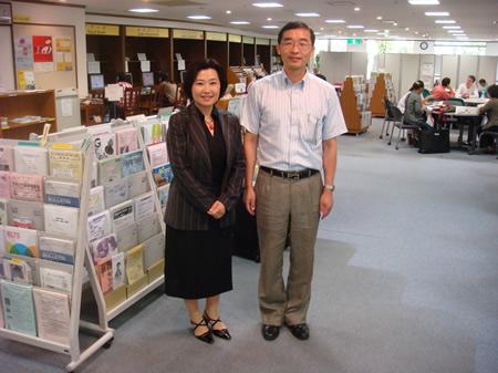 日本浙江大学校友会副会長・周華氏がサポートセンターを訪問