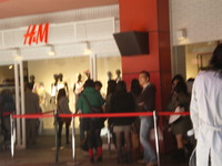 H&Mは長蛇の列