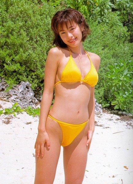 黄色ビキニさとう珠緒