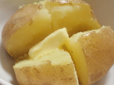 ① 蒸すだけ (レンジでチンじゃないど~蒸し器で蒸しました) ② バターを乗せて、お好みで塩振りかけて~終わり。 レシピとかいらんって言われそうやな(笑)