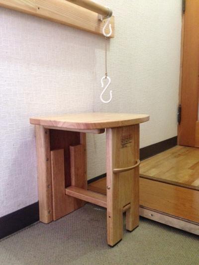 壁面取り付け折りたたみ椅子