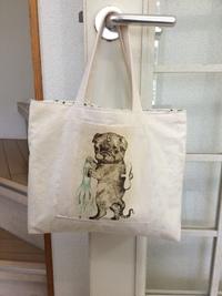 ヒグチ ユウコさんのパグをバッグにしました。