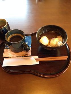 「もちカフェ月うさぎ」さんのぜんざいとコーヒー