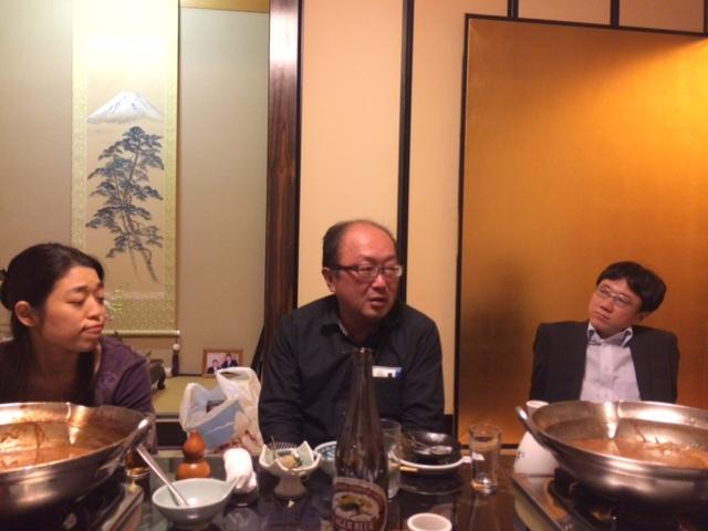 事業を後継する立場で山田社長の話を聞き逃さない原さん!