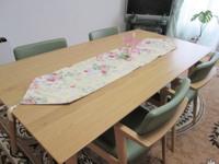 【ダイニング風水】ダイニングテーブルは木製、楕円形のものがベスト