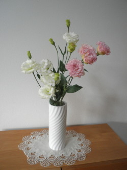 背の高い円柱の花瓶は天からのパワーが強まる