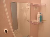 鏡に水アカがつかないようにこまめに磨く