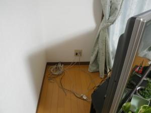 一日一風水 テレビ台の後ろ、家具の後ろなどを掃除すると運気アップ