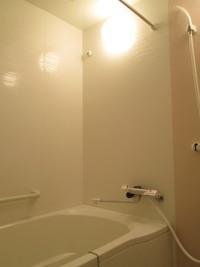 浴槽のお湯は入浴後すぐに抜く(捨てる)