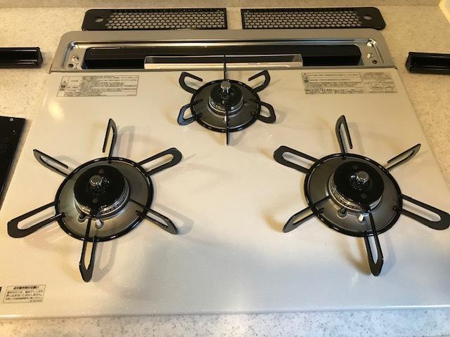 高級な、システムキッチン用ガスコンロを取り付けました。