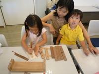廃材を使った木琴づくりに親子で挑戦!
