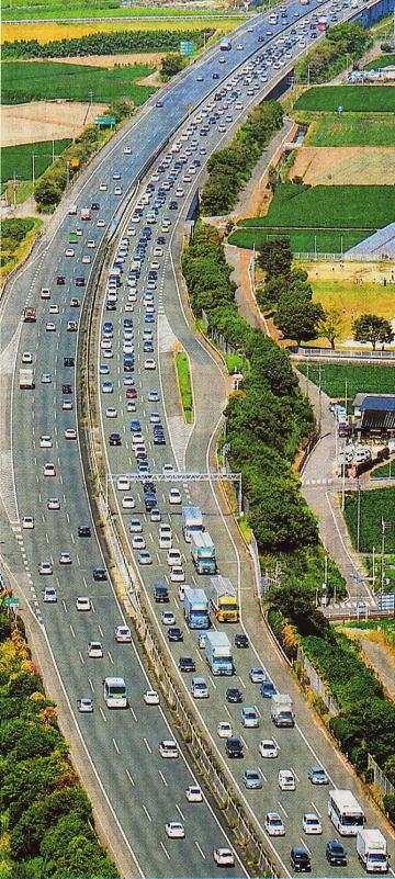 渋滞する九州自動車道