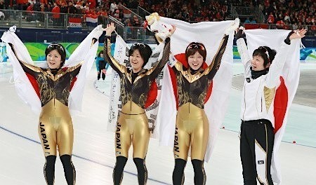 団体追い抜き女子・銀メダル