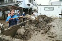 「泥 とにかくひどい」 撤去急ぐ津久見、大分合同新聞