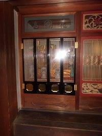 扉塗替え。唐津のお寺へ・・・。