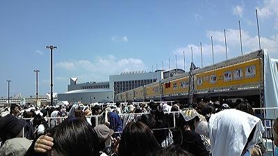 SMAPグッズ売り場前の列