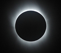 皆既日食ショー、世界を席巻!
