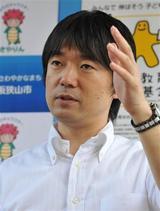 橋下知事発言の波紋-先生のジーンズ禁止!