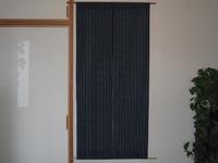藍色の綿の着物地で作った暖簾