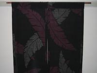 芭蕉の葉が舞う暖簾