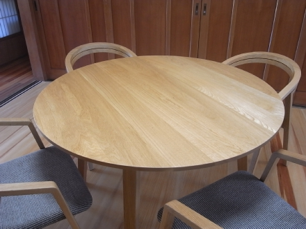 クローチェテーブルとUUチェア