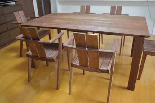 ソリドメテーブルとLOGチェア
