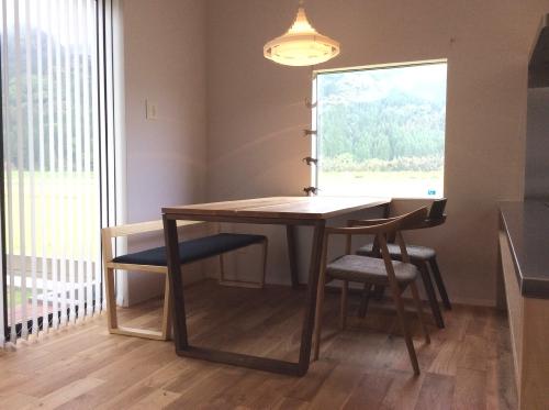 テーブルとチェアとベンチのお届け