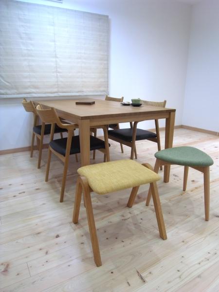 COCOSTテーブルとチェア・スツールのお届け写真です。