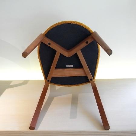 椅子の裏側の仕上げ