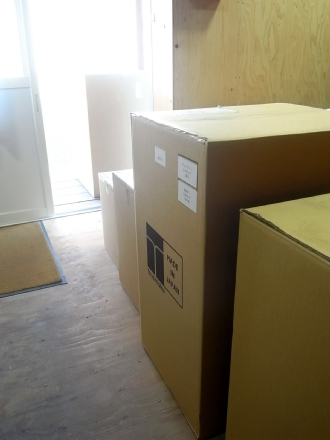 展示用の椅子の入荷のピーク!