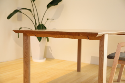新しいデザインのテーブル