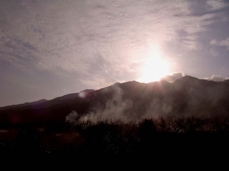 朝もやの耳納連山