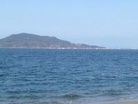 休日につき、近くの浜辺へ愛…