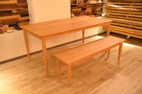 曲線が美しい☆無垢チェリーテーブルと木のコロコロ♪ベッド製作!