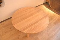 アッシュ(タモ)柾目の1200mmサイズの円卓とモンキーポッド壁掛けシェルフ完成!