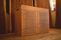 木目と格子が美しい無垢マロンアクアキャビネット完成と魅力的な家具出来てます☆