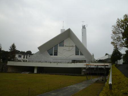 白亜のサビエル記念聖堂です