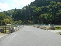 荒瀬橋にもバス停を