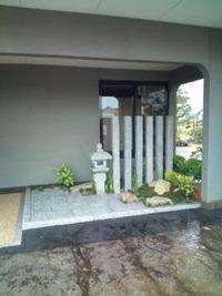 居酒屋さんの入口の坪庭