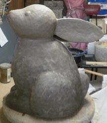 紐作りでウサギを作りました