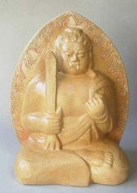 陶器の仏像「不動明王」 揺るぎなき守護者