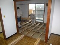 アパートの床貼り ウッドタイル貼り