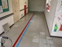 病院廊下床長尺シート貼替え工事